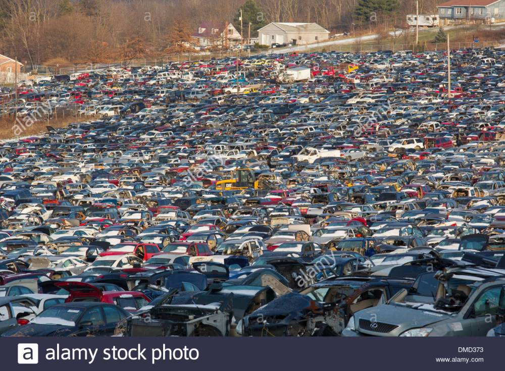 stoystown-pennsylvania-the-50-acre-auto-junkyard-belonging-to-stoystown-DMD373