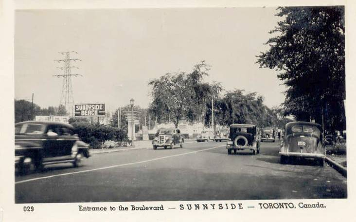 postcard-toronto-sunnyside-beach-note-sign-cars-entrance-to-the-boulevard-late-1940s